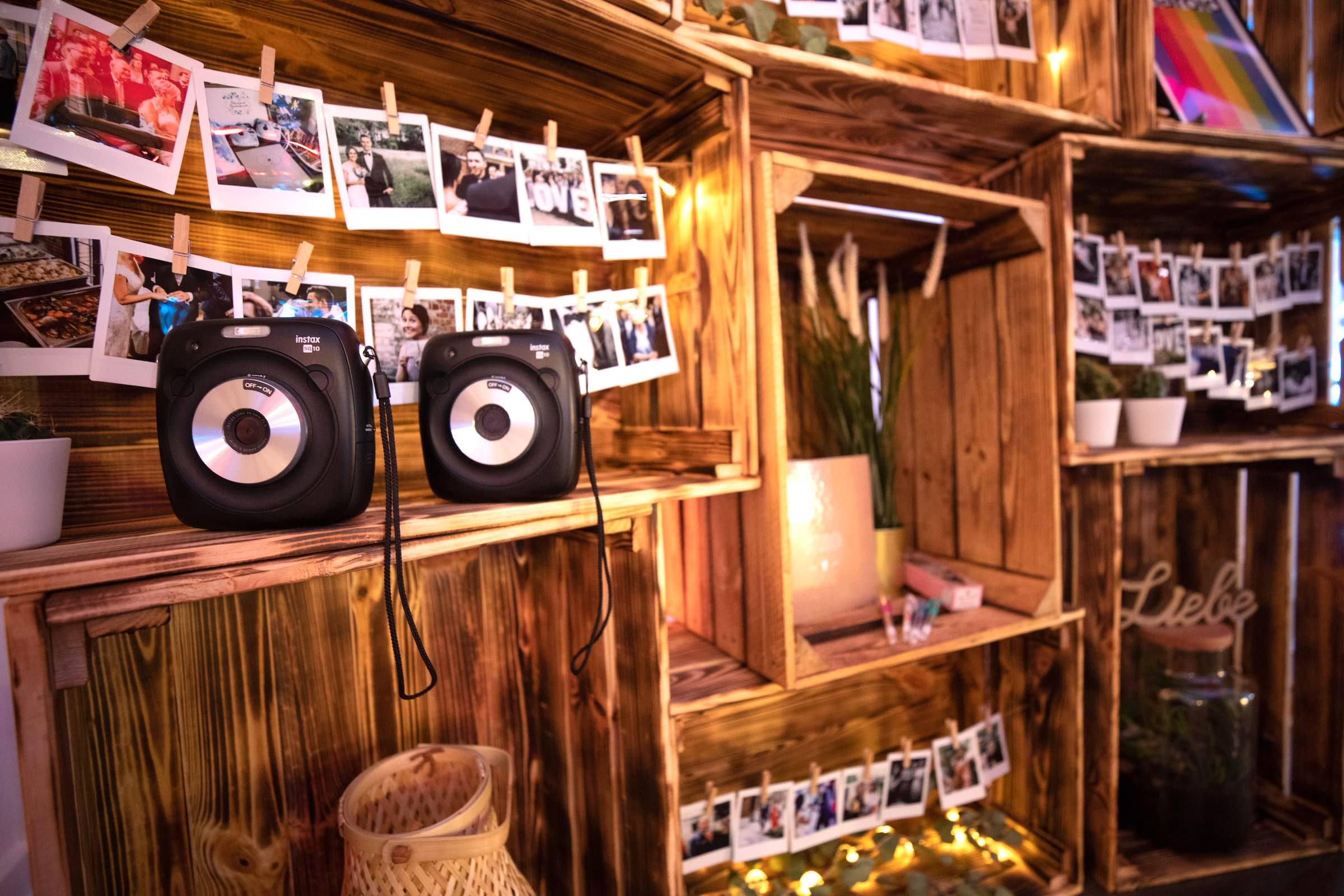 Instax-Kamera-Hochzeit-Mieten-Polaroid-Set-Koffer-Mieten-Anfragen-Polaroid-Hochzeit-Buchen-Hochzeit-Event-Sofortbildkamera-Versand-Lieferung-Knipsel